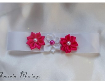 Necklace child with a fuchsia satin flower adorned with white satin ribbon