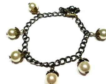 Berries vintage charm bracelet