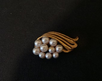 Vintage Gold Wave Pearl Swirl Classic Brooch Pin