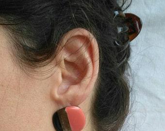 Vintage coral pink and black earrings