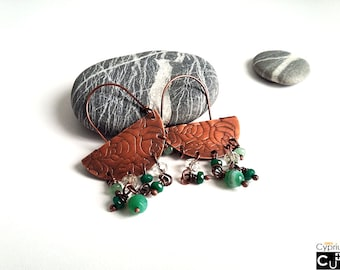 Handmade earrings/BOHO earrings/Copper chandelier earrings/Engraved roses/Green agate/Quartz beads