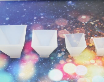 Resin mold Crystal glue pyramid silica gel mould DIY hand - made decorative triangle-body dry flower resin pendulum model