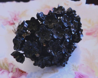 4 10mm Vintage Glass Black Flower Headpins