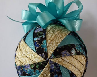 Flower Spinner with Aqua and Gold Quilted Ornament