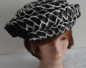Vintage Black & White Straw Women Hat Small 21 1/2 inches Jerry Yates Montreal 60s