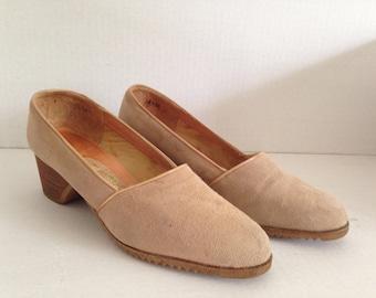 Vintage 60s 70s Block Heel Wedge Shoe Women's Tan Suede Heels Size 8 1/2 8.5 Pappagallo Shoes Made in Spain