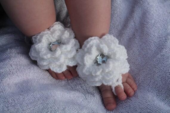 Häkeln Sie Baby barfuss Sandalen mit Blumen glitzerndes