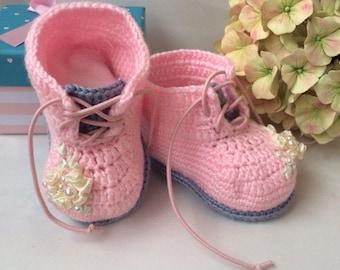 Pink booties girl Crib shoes Crochet baby booties Flower baby shoes Little baby shoes Crochet sneaker Baby girl shoes Booties with flowers
