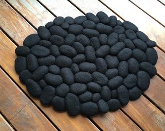 Felt stone rug / bath mat black merino