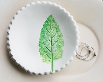 Clay Leaf Impression Ring Dish, Green Leaf Ring Dish, Botanical Ring Dish, Ring Holder, Clay Dish, Nature Dish, Art Bowl, Jewelry Dish
