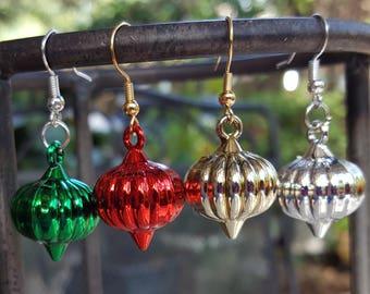 Small ornament earrings