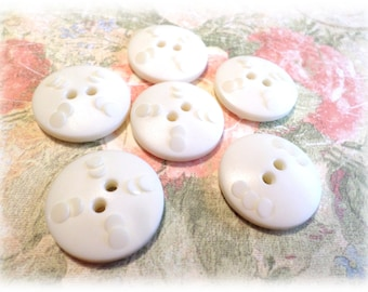 6 Creamy White Buttons Vintage Buttons 7/8 Inch