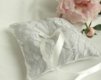 Silver White Wedding ring pillow. Ring Bearer Pillow. Silver Lace Ring Pillow / READY TO SHIP