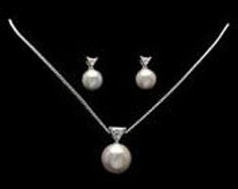 New vintage pearl and trilliant rhinestone jewelry set necklace earrings wedding