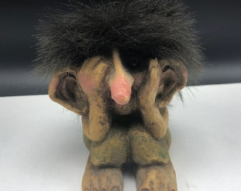 VINTAGE NYFORM TROLL Norway made witch original statue figurine sculpture monster gnome sitting covering eyes peek stump log Tynset mohair