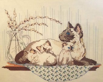 Counted cross stitch pattern Siamese with kittens cats + free pattern