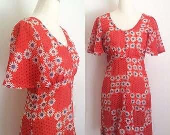 1960s Mod Red Daisy Day Dress Size Medium / 60s Cotton Dress / Floral Print Shift Dress / Mod 60s Daisy Print