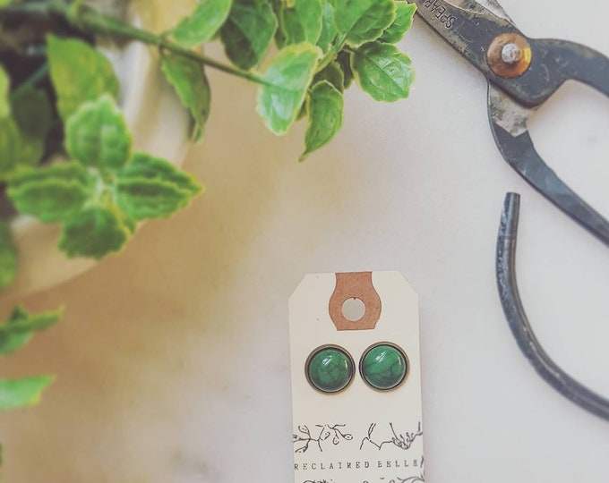 12mm emerald green turquoise on antique bronze