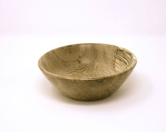 Small decorative handcrafted bowl in Oak