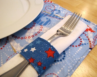 Pair of Reversible Placemats and Napkin Rings: Independence Day 4th of July Fireworks