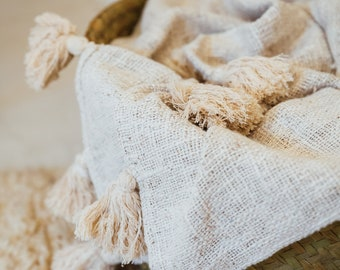 Plaid 100% linen natural finishes in tassels