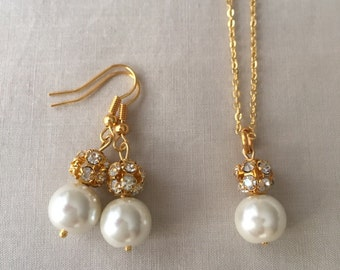 Bridesmaid jewelry set! Necklace, gold tone necklace, bridesmaids gifts, ivory pearl, pearl pendant, bridal necklace, everyday jewelry