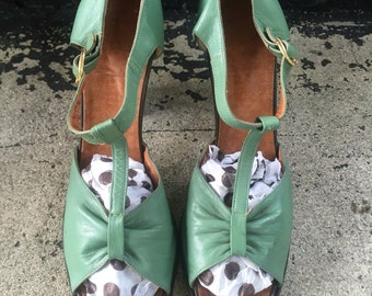 Vtg 50s 60s Italian Leather Peep Toe Heels / T Strap / Size 8.5