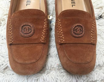 Vintage CHANEL CC BEADED Logo Brown Tan Suede Leather Loafers Flats Driving Shoes Smoking Slippers Ballet Flat  37.5 us 7 - 7.5