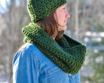 Crochet Hunter Green Pom Hat & Matching Cowl