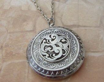 Silver Celtic Large Lightweight Locket Wedding Bride Bridesmaid Original Design Mother Daughter Birthday Wife Sister Photo Pictures - Alexis