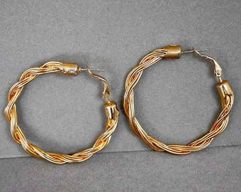 Vintage Gold Tone Braided Wire Pierced Lever Earrings 937