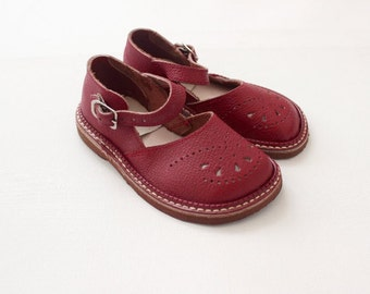 French vintage 50's / kids shoes / sandal shoes / red bugundy leather / made in France / new old stock / size EU 26 - US 9,5