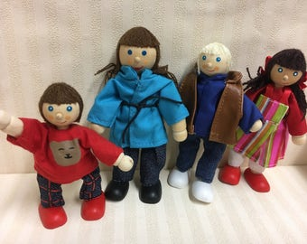 1:12 Scale Dolls House Modern Family of 4