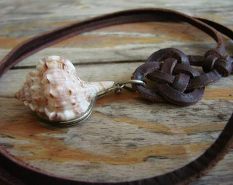 Secret compartment sea shell and leather necklace