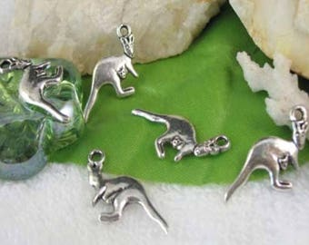 Kangaroo charm and its small metal silver (x 4)