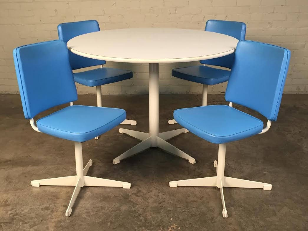 Brody Mid-Century Modern Dining / Kitchen Table With 4-Chairs