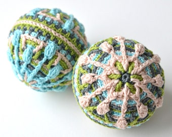 PATTERN - stuffed snow baubles with snowflake - overlay crochet -  christmas hanging decoration - garland for nursery - instant download