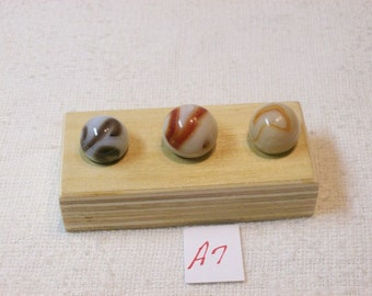 Marble Lot Of 3 Vintage / Champion Swirl Marbles With Display / A7