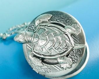 Turtle Locket Turtle Necklace Vintage Locket Necklace Secret Locket Antique Locket Turtle Jewelry Save the Turtles Sea Turtle