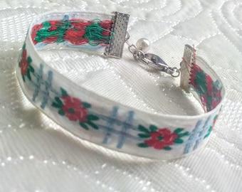 Floral stripe bracelet.
