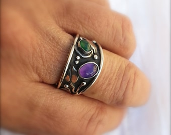 Emerald and Amethyst ring of vines and leaves in an organic arte nouveau Style