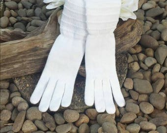 Long White Cloth Gloves From The 80's/Lee Begman/wedding gloves/evening gloves