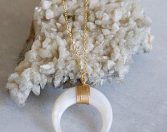 Lange Shell Halbmond Halskette