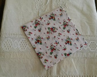 45 X 50 cm floral embroidery / fabric flowers and strawberries