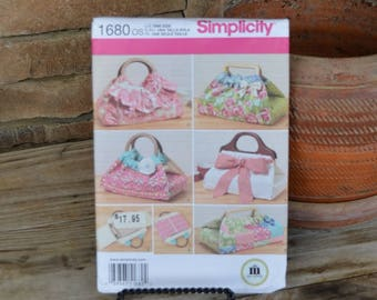 Simplicity Pattern #1680 Casserole and Dish Carrier