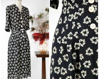 Vintage 1940s Dress - Charming Novelty Print Rayon Crepe 40s Day Dress in Navy with Creamy White Bows