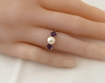 Elegant 14K Gold Solitaire Cultured Pearl Accented By Amethyst Faceted Gemstones 14K Yellow Gold Ring