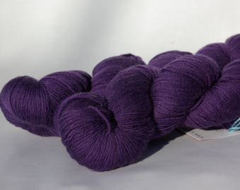 Superwash Merino - hand - purple - dyed 100g