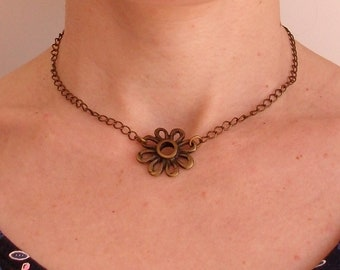Choker necklace in bronze, finished with a flower