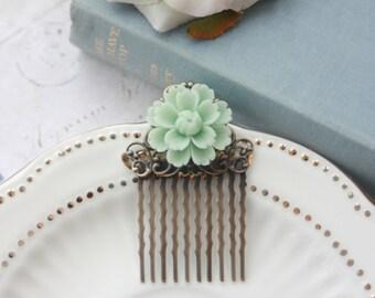 Soft Mint Green Chrysanthemum Daisy Flower Hair Comb. Bridal Hair Comb, Bridesmaids Gifts, Mint Green Wedding. Rustic Country Mint Wedding